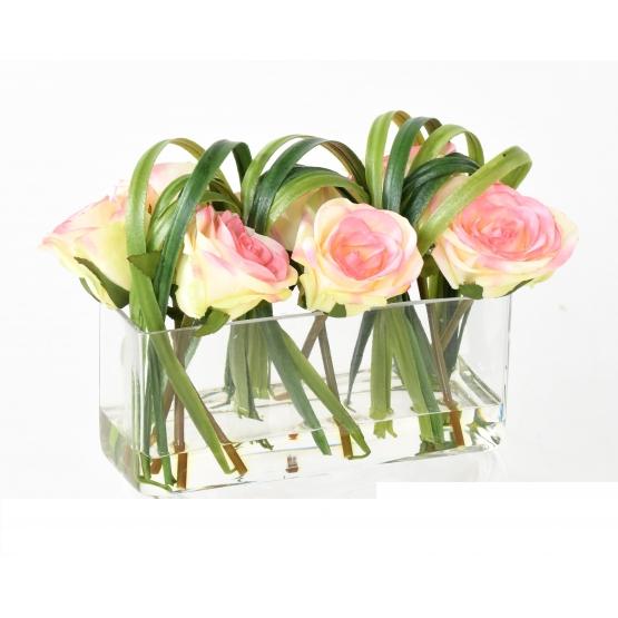 Composition verrerie avec roses artificielles