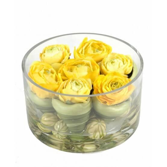 Verrerie avec fleurs renoncules artificielles